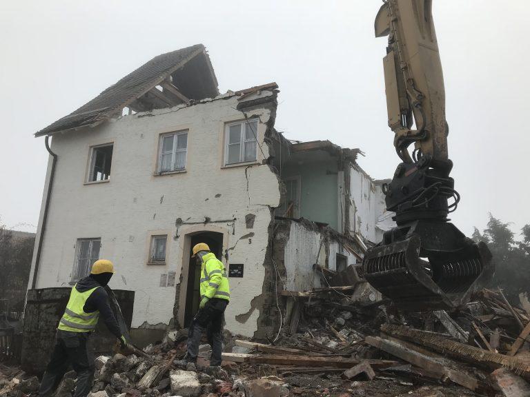 Abbruch Wohnhaus mit Kindergarten in Kleinaltdorf